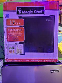 Magic chef mini fridge for Sale in Smyrna,  TN