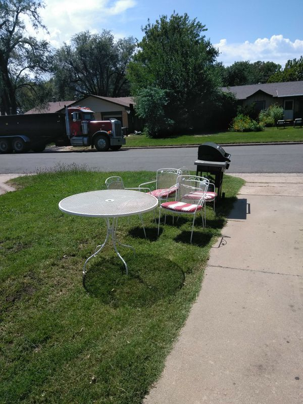 """Wrought iron patio set approx.6' round and 36"""" high"""