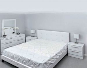 New 5 pieces king bed frame mirror dresser and nightstands mattress is not included for Sale in Port St. Lucie, FL