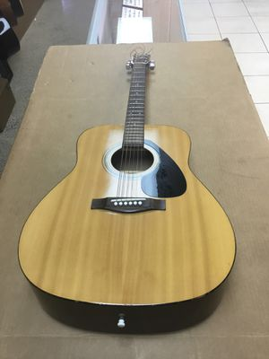 Yamaha f-310 acoustic guitar for Sale in Davie, FL