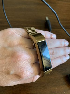 USED Rose Gold Fitbit Alta HR w/ magnetic band and charger for Sale in Richmond, TX