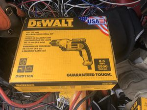 Dewalt 3/8 mm keyless chuck drill kit for Sale in Oakland, CA