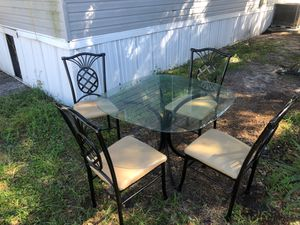 Let me know full kitchen table with four seats for Sale in Orlando, FL