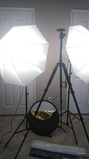 Photography light set + Professional Tripod + 5 in 1 reflectors PRICE FIRM for Sale in Upland, CA