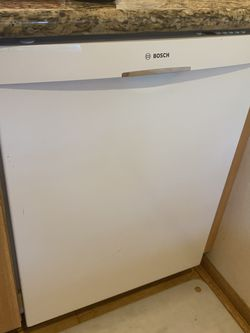 White BOSCH DISHWASHER Great Condition for Sale in Monroe,  WA
