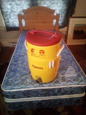 Nice 5 gallon water cooler. Very good condition! for Sale in High Point, NC
