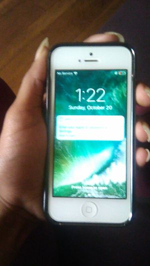 Space Gray Apple iPhone 5 (AT&T Unlocked) for Sale in Atlanta, GA