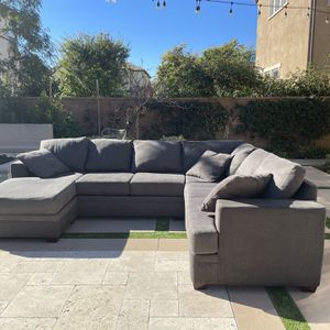 Very Cozy Sectional Couch LIKE NEW, FREE DELIVERY ! for Sale in CA, US