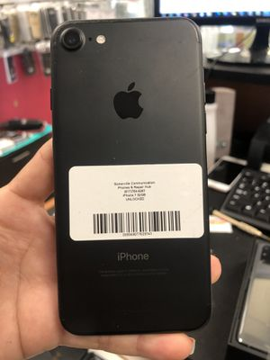 Factory unlocked iPhone 7 32gb, store warranty for Sale in Revere, MA