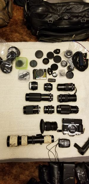 Vintage canon and minolta cameras and lenses/accessories for Sale in Valrico, FL