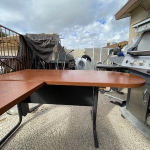 Fully Furnished Corner Desk. for Sale in Phoenix, AZ