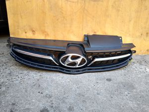 2011 2013 Hyundai Elantra front grille Chrome OEM 86351-3x200 for Sale in Wilmington, CA