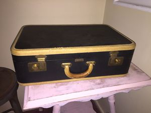 Vintage suitcase for Sale in White Plains, NY