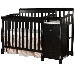 Baby mini convertible crib and changer for Sale in Montpelier, MD