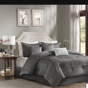 New 7 Pice King Size Comforter Set for Sale in Dallas, TX