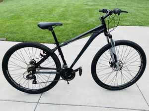 SCHWINN MEN'S MOUNTAIN BIKE for Sale in Carlsbad, CA
