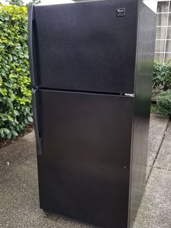Excellent condition Whirlpool Refrigerator (Delivery available) for Sale in Lynnwood,  WA