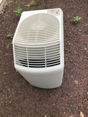Humidifier Essick 821-000 for Sale in Bernards, NJ