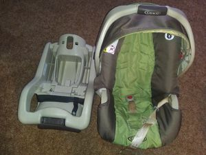 Car Seat with Base for Sale in Akron, OH
