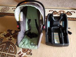 Graco snugride car seat for Sale in Glenolden, PA