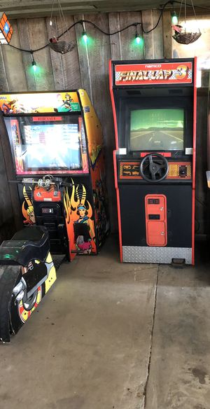 2 arcade games for Sale in Hudson Oaks, TX