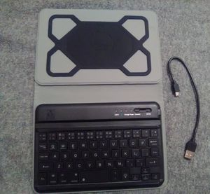 """7-8"""" FOLIO table case& keyboard. BONUS: Touch screen pen included for Sale in Linden, PA"""