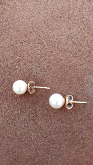 Pearl earrings 7.5 to 8 for Sale in Glendale, AZ
