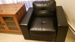 *Pick-up Pending*Free SASSY black chair for Sale in Gresham, OR
