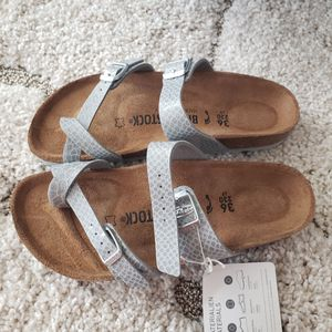 New in Box Birkenstock Mayari Birko Flor 36 37 for Sale in Gaithersburg, MD