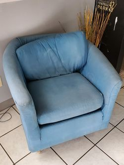 Blue Chair for Sale in Dinuba,  CA