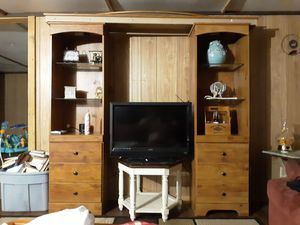 3 piece entertainment center for Sale in Fort McCoy, FL