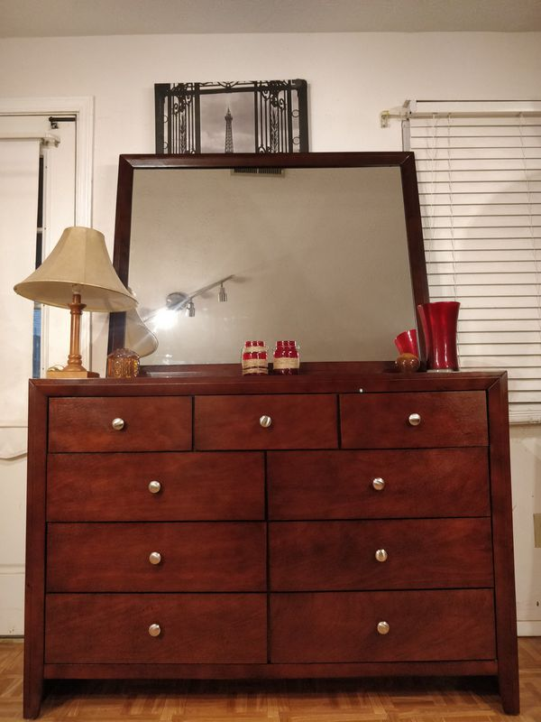 "Like new big dresser/TV stand with 9 drawers and big mirror in great condition all drawers working well, dovetail drawers. L55""*W16.5""*H38.3"""