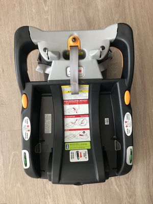 CHICCO BRAVO CAR SEAT BASE for Sale in Beaverton, OR