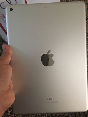 IPad 5 Unlocked for Sale in Silver Spring, MD