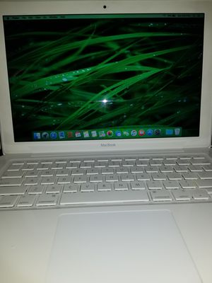 Macbook 6gb Memory 250gb Hard Drive 2.26ghz 13.3 inch unibody Wireless Bluetooth Siri speakers mic & Charger for Sale in Minneapolis, MN