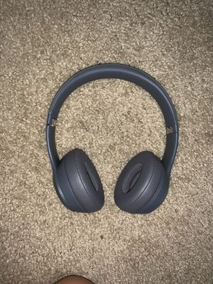 beats solo 3 and charging case for Sale in Palmdale, CA