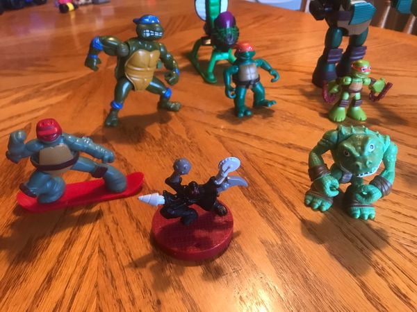 Teenage ninja turtles with helicopter (9 ) pieces all together