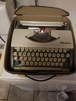 Antique Typewriter  Machine  for Sale in North Highlands, CA