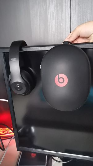 Beats studio 2 never used no box or charger for Sale in Miami Beach, FL