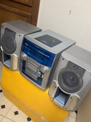 3 CD AIWA STEREO SYSTEM CHANGER. PLAYS AND SOUNDS EXCELLENTLY GREAT. USED ONLY A FEW TIMES for Sale in Dallas, TX