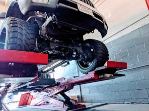 """Lift kit 6""""-7"""" Toyota Tacoma for Sale in Long Beach, CA"""