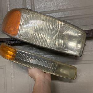 99-07 GMC Sierra Headlight Assembly for Sale in Fullerton, CA