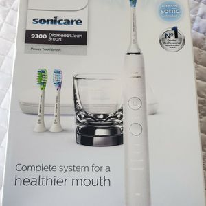 $150 PHILIPS SONICARE 9300 DIAMOND CLEAN TOOTHBRUSH for Sale in Las Vegas, NV
