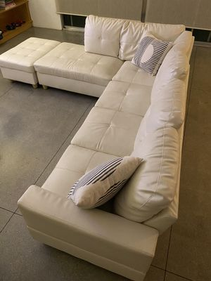 White Faux Leather Couch in Palm Springs for Sale in Palm Springs, CA