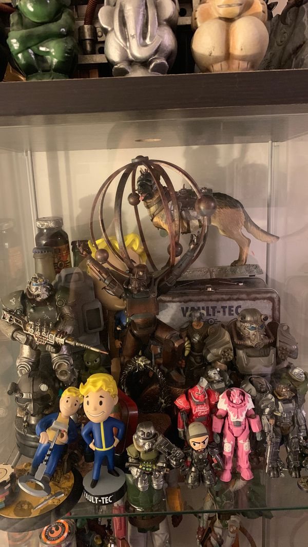 Fallout collection, plasma pistol, statues, figures and busts etc.