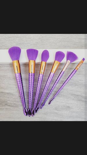 Beautiful purple makeup brush set 6pcs for Sale in Los Angeles, CA