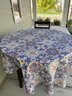 Round high breakfast table and 1 chair for Sale in Mableton, GA