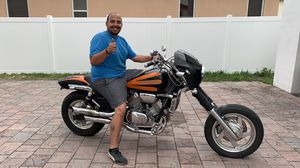 Honda Magna motorcycle beautiful ! for Sale in Miami, FL