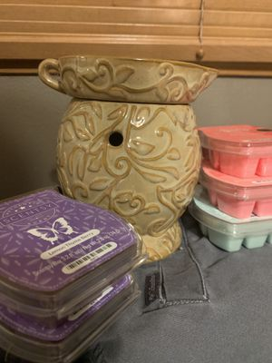 Scentsy Warmer w/bulb and 6 bars for Sale in Portland, OR