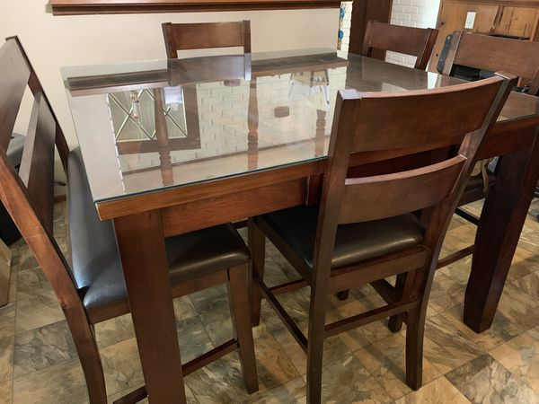 Counter height kitchen table. Glass top included. Seats 6.